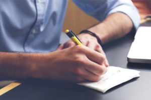 ToDoリスト、タスクリストを書いているイメージ写真
