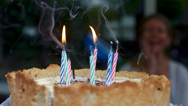 誕生日を祝っている様子